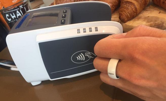 192cedfc275 ABN Amro houdt proef met nfc-ring voor contactloos betalen - Tablets ...