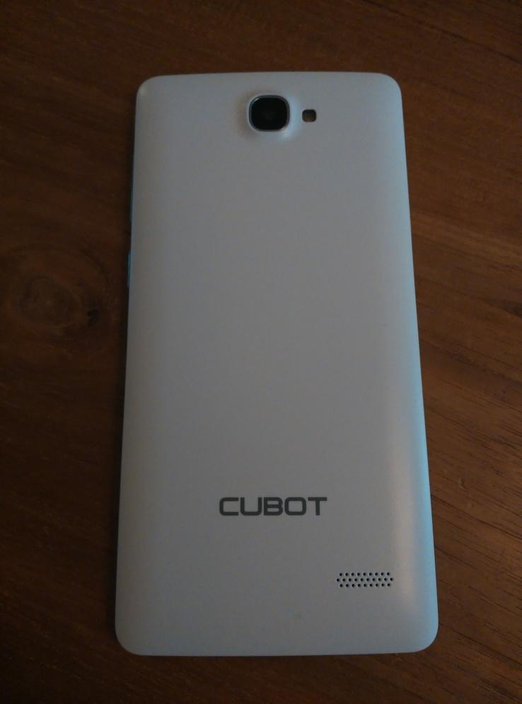 De witte achterkant van de Cubot S168