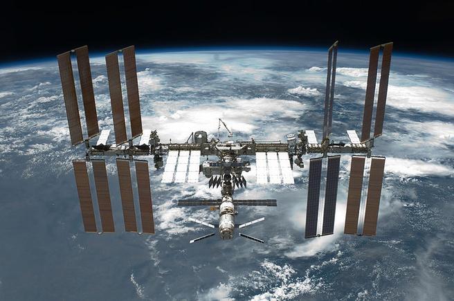 International Space Station op 30 mei 2011 vanuit de Space Shuttle Endeavour