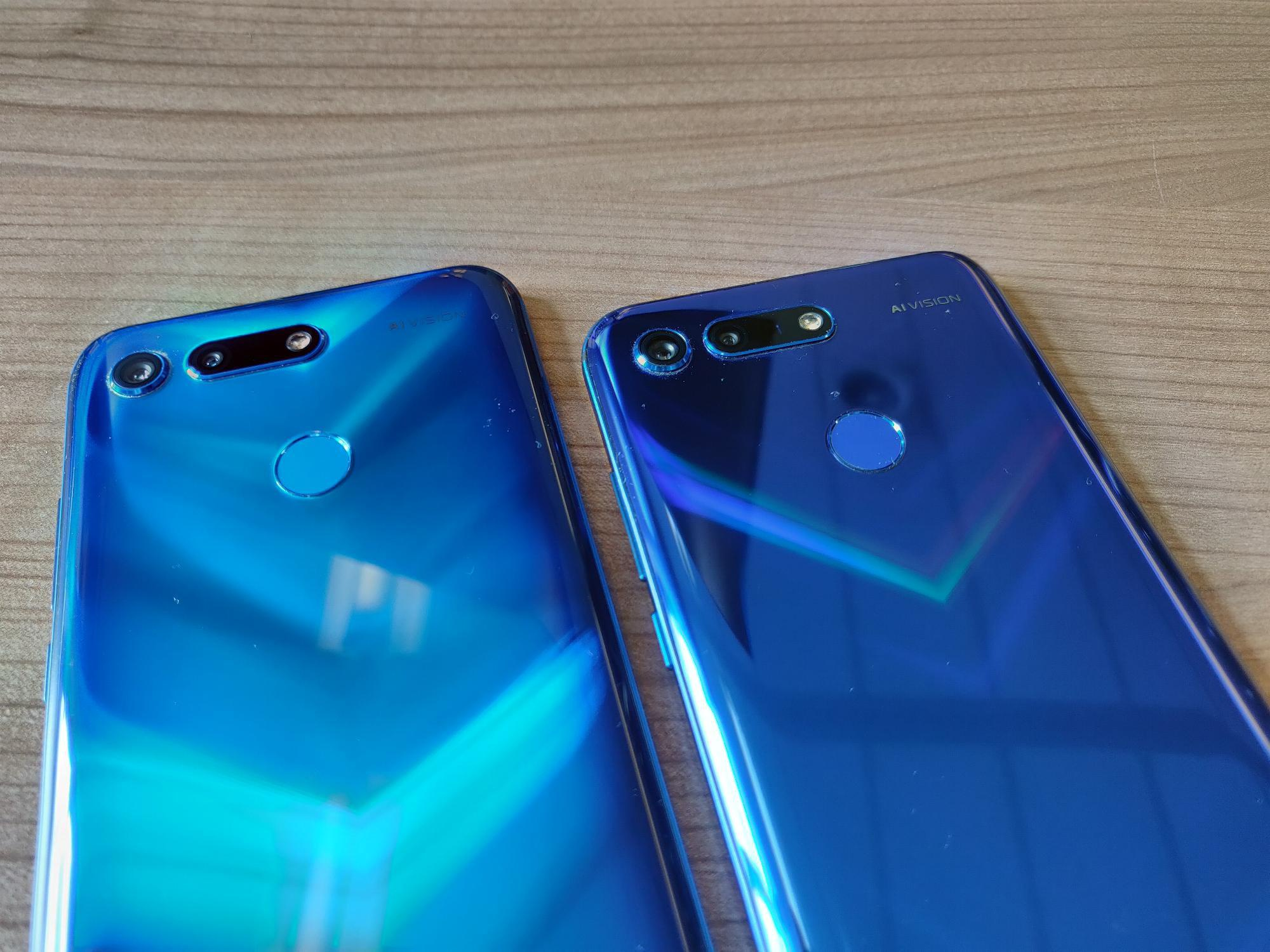 Honor View 20 Phantom Blue (Moschino Edition) vs Sapphire Blue