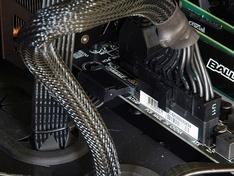 Thermaltake Core X9 extra PCIe voeding moederbord