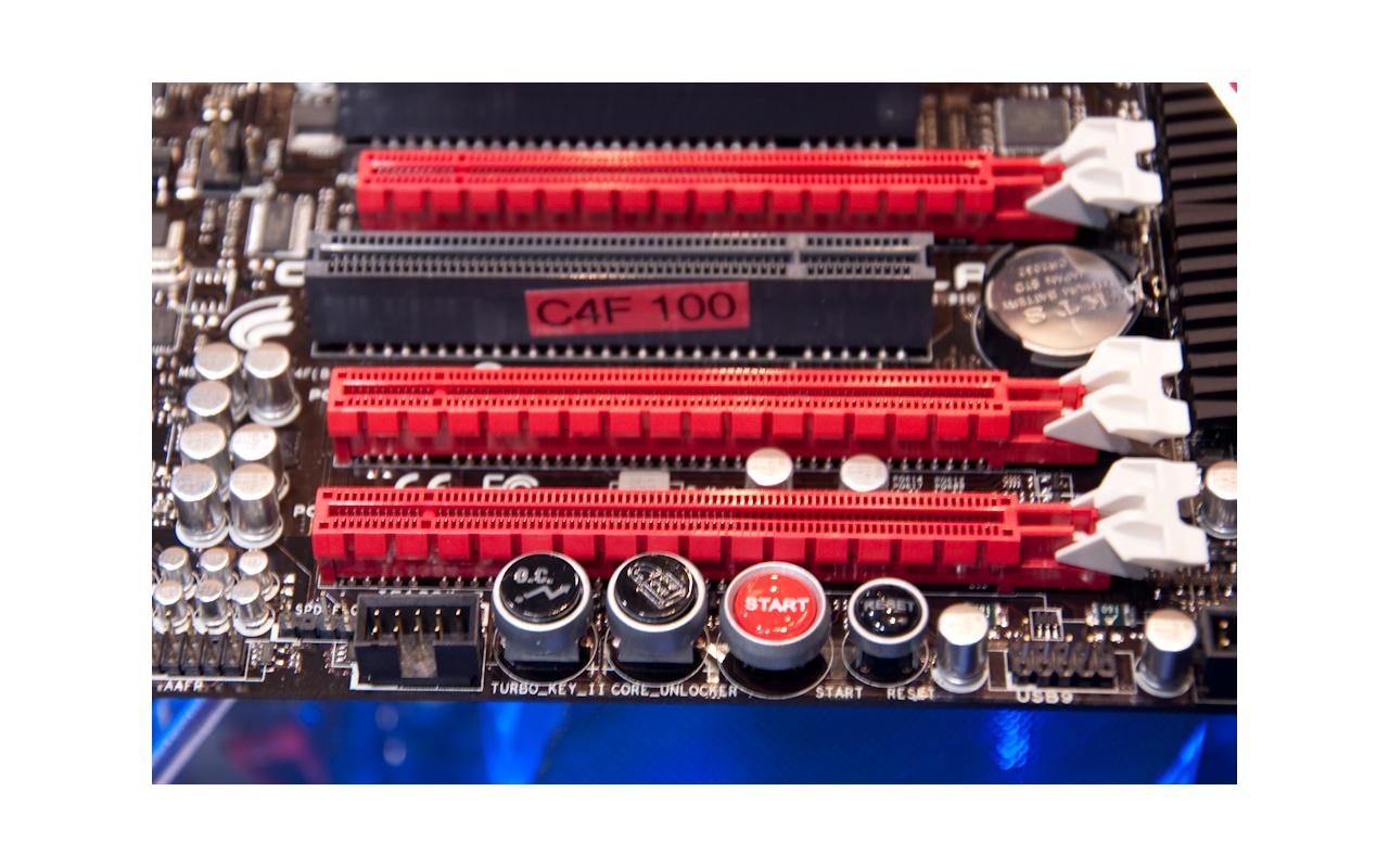 Cebit 2010: Asus Crosshair IV Formula oc, unlock, start en reset buttons