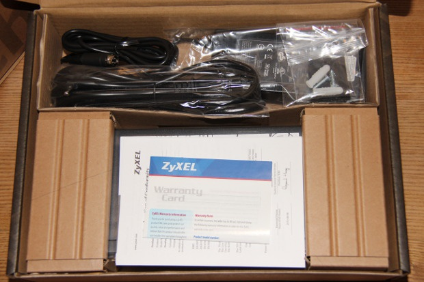 Unboxing GS1900-8HP (1)