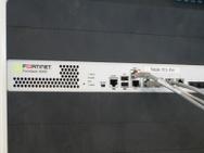 Fortinet 300D in het rack bij Telecity3