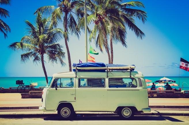 VW-busje bij het strand